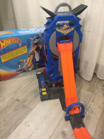 Игровой набор Hot Wheels Гараж (FTB68)