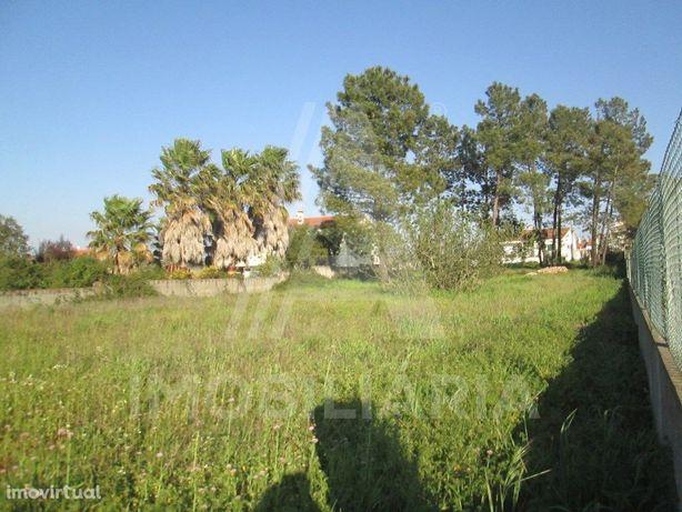 Terreno Urbano para construção de Duas Moradias
