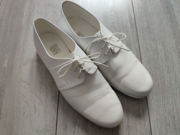 Buty do komunii, komunijne rozmiar 37. Długość wkładki 25,5 do 26 cm