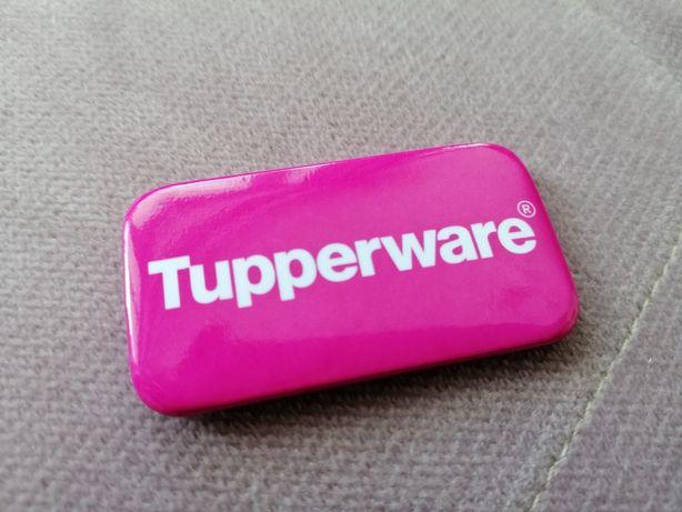 Plakietka przypinka broszka z kolekcji Tupperware 5.5x3 cm