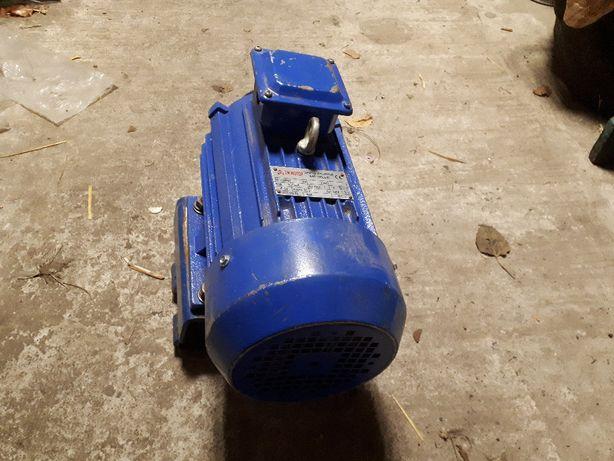Электродвигатель 380В, 2,2кВт, 940об.