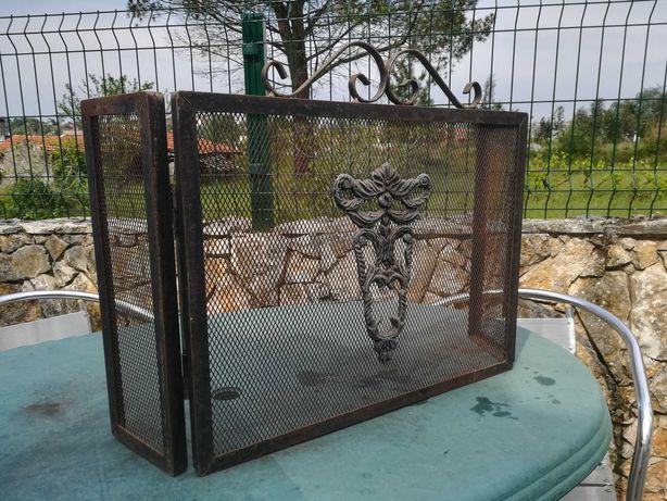 Proteção de lareira em metal