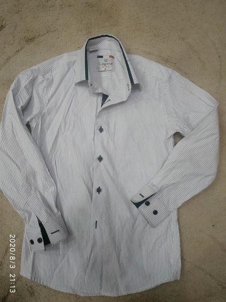 Рубашка школьная для мальчика 8-9 лет в отличном состоянии.