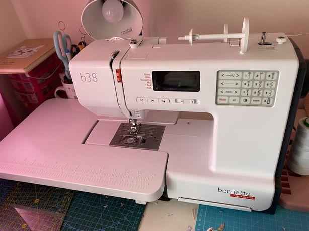 Máquina de costura Bernette B38