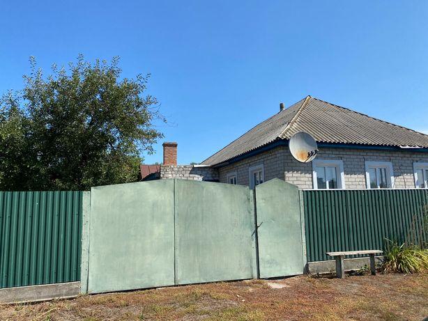 Продається дім із присадибною ділянкоюх