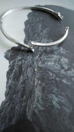 Srebrna bransoletka z cyrkonią zapinana