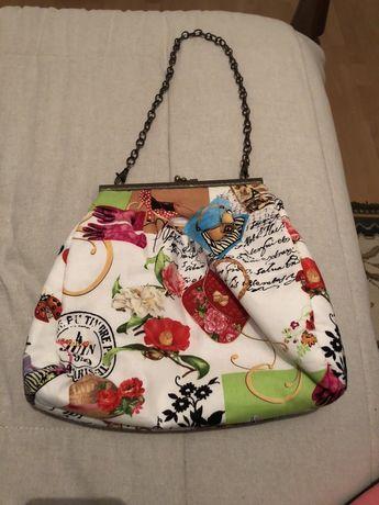 Bolsa de tecido feita à mão