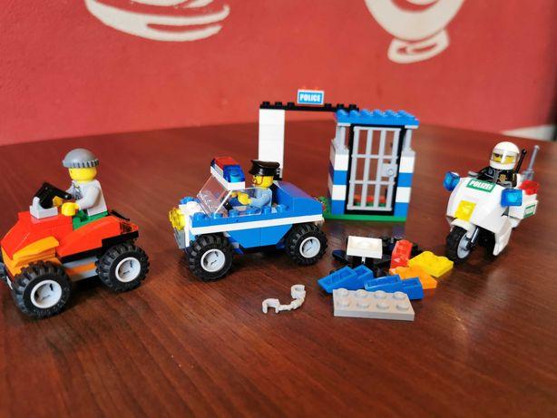 Klocki LEGO zestaw 4636 więzienie plus motor policyjny