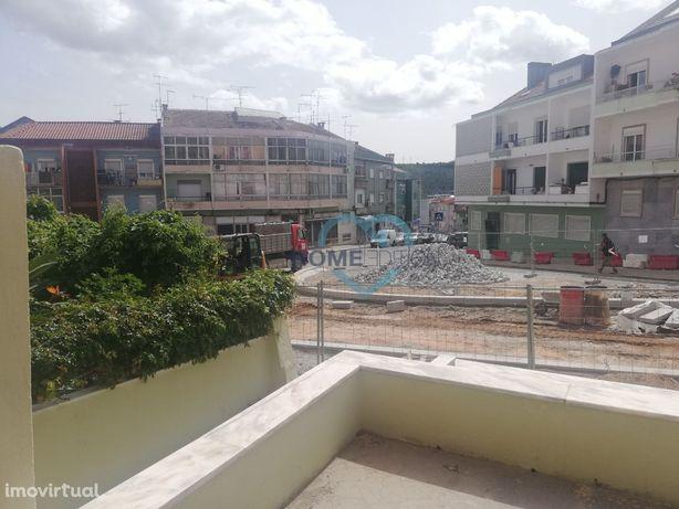 Apartamento T2 com logradouro e terraço em Odivelas