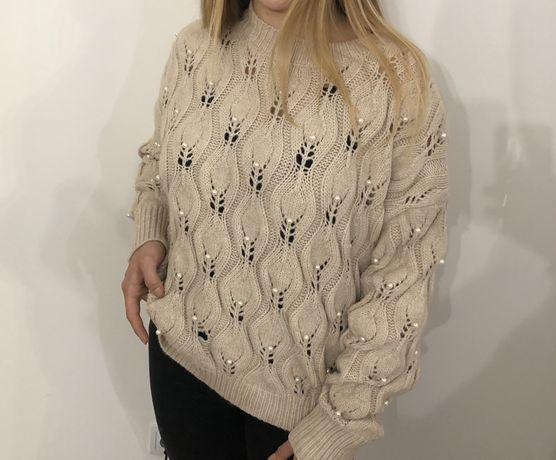 Sliczny bezowy sweterek