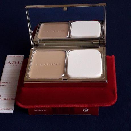 Base de Maquilhagem compact da CLARINS - 110 Honey