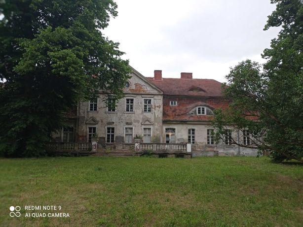 Dwór,Pałac  w Karsku