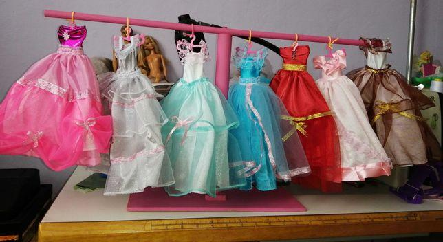 7 sukienek dla barbie