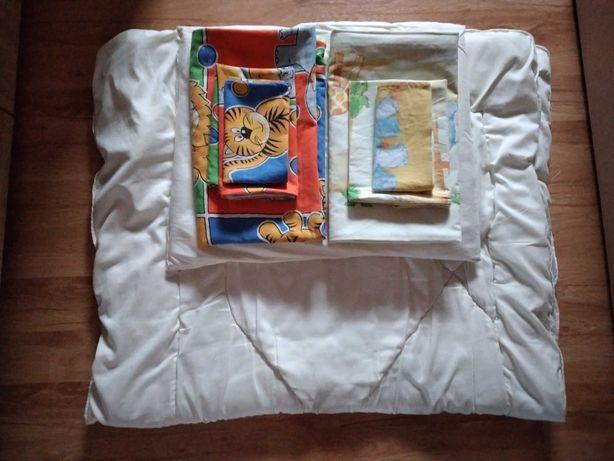 Pościel do łóżka dziecięcego.2komplety +koldra i poduszka