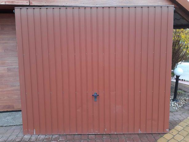 Brama garażowa uchylna - Wiśniowski