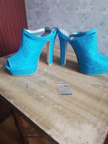 Туфли босоножки камни