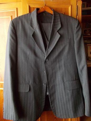 **Garnitur/marynarka/spodnie 2 sztuki na wzrost 182/104 w pasie. Tanio