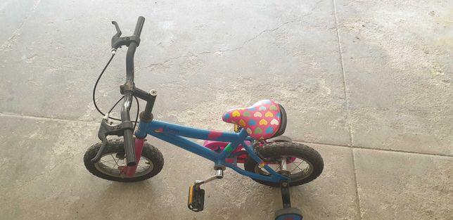 Bicicleta de criança em bom estado