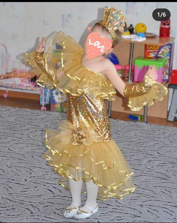 Нарядное золотое платье на девочку