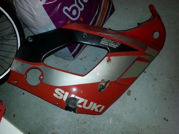 Carenagem Suzuki gsxf 750 de 92. Posso aceitar troca por capacete.