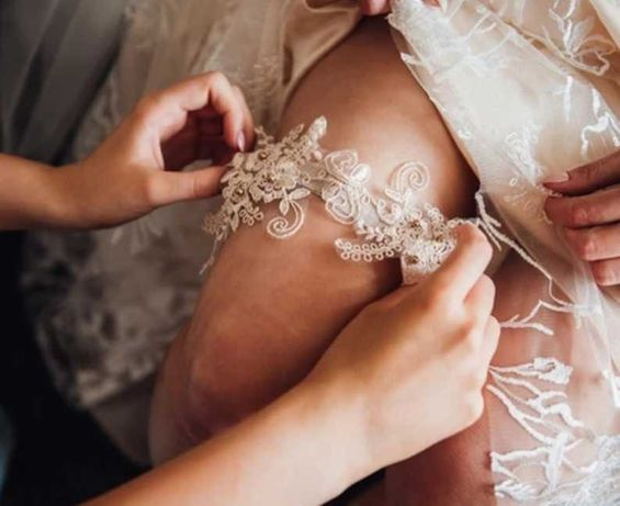 Podwiązka ślubna, hafty, beż