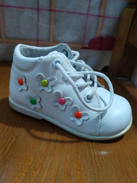Детская обувь. Ботинки. Размер 21