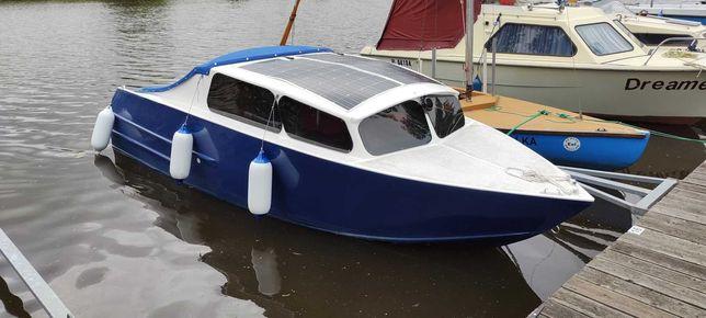 łódź motorowa elektryczna motorówka kabinowa