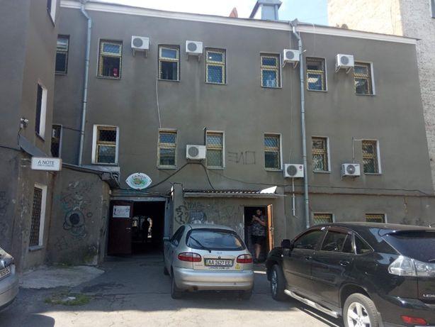 Продажа трехэтажного коммерческого здания на Подоле