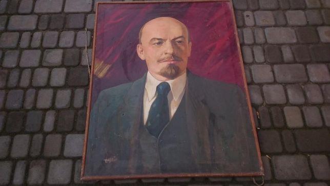 Портрет Ленина в раме.