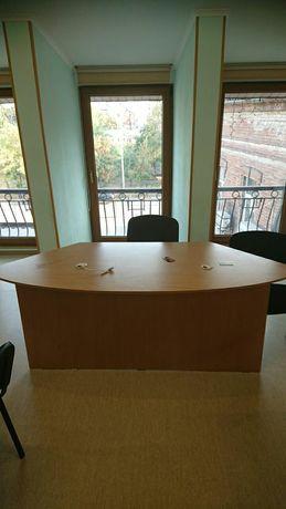 Стол для менеждера зала.