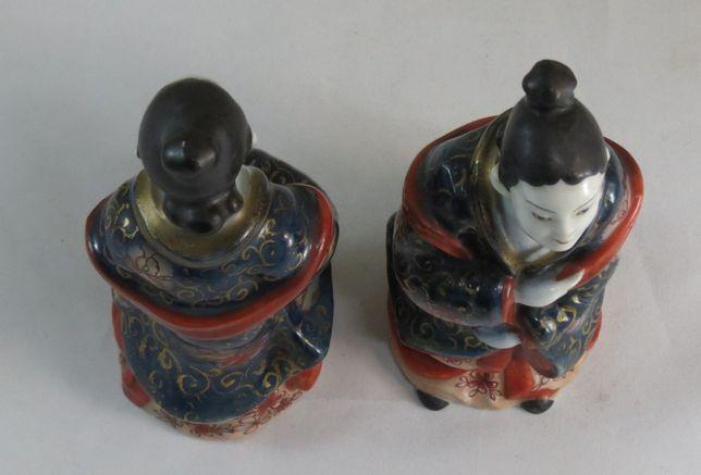 Par de senhoras japonesas de porcelana; Circa - 1900; Altura - 17cm;