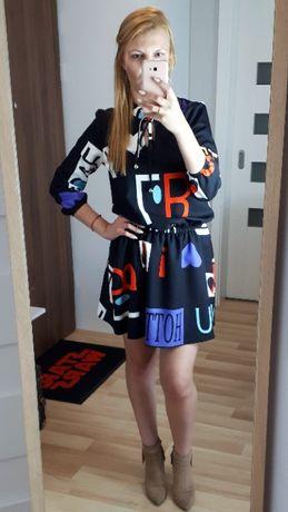 Czarna sukienka z printem S/M