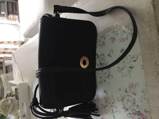 Mała czarna torebka six