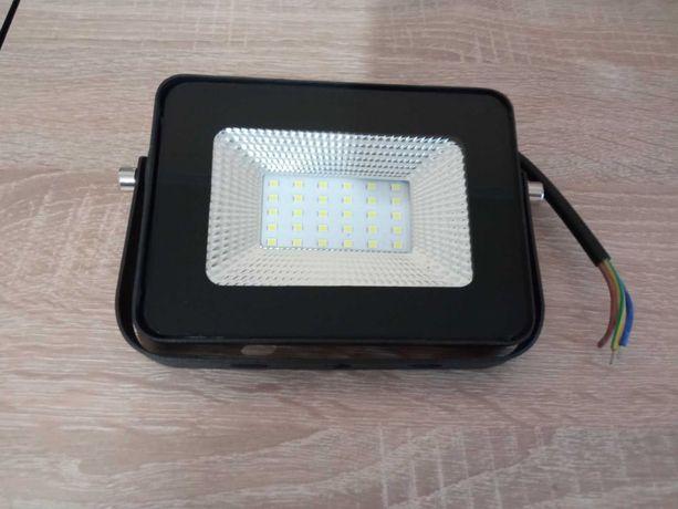 Светодиодный прожектор 20W 220V
