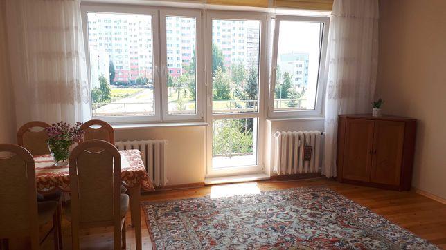 Duży (22 m2) dwuosobowy z balkonem, w mieszkaniu dwupokojowym, Morena
