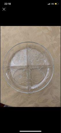 Prato com 4 divisórias em vidro
