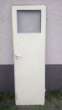 Drzwi wewnetrzne 65 x 200 po demontażu piwnicy