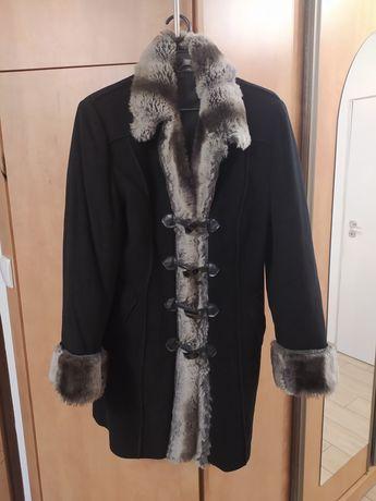 Płaszcz damski czarny z futerkiem