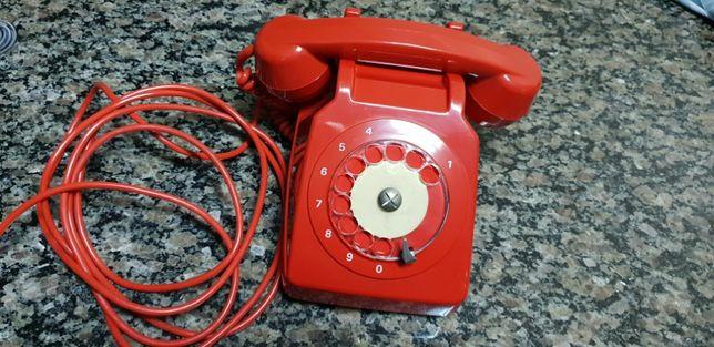 Telefone antigo vermelho fabricado em Portugal a funcionar 100%