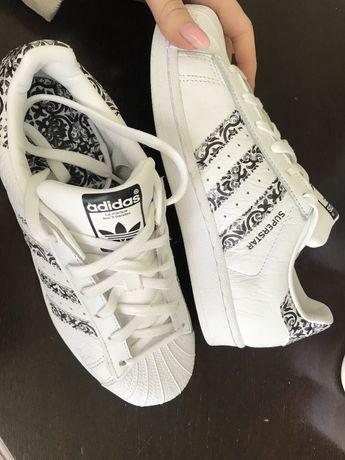 Білі кросівки жіночі
