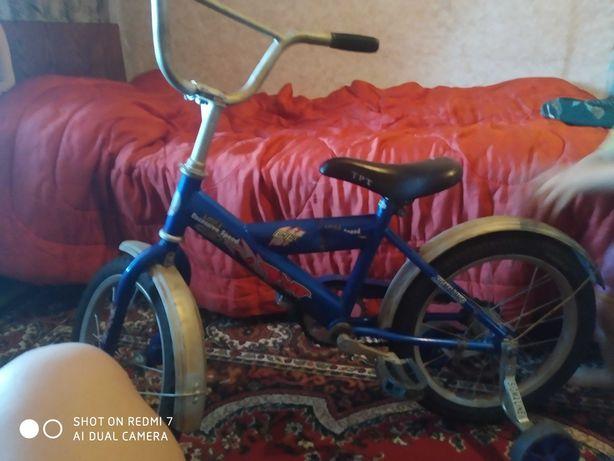 Продам детский четырех колесный велосипед для мальчика 1300торг.