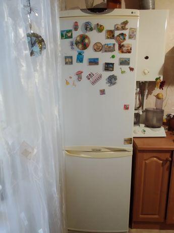 Холодильник б/у двухкамерный LG