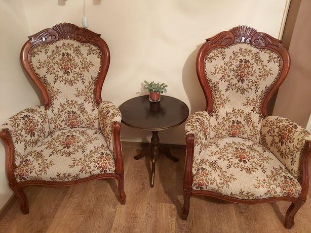 Meble antyczne, krzesła antyczne po renowacji