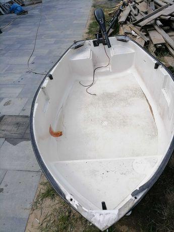Łódka wędkarska  z silnikiem elektrycznym