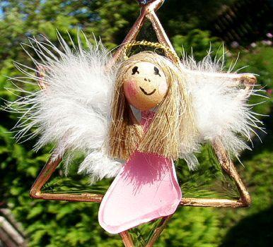 Szklana gwiazdka z ręcznie robionym aniołkiem