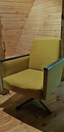 sprzedam 4 fotele z okresu PRL dwa zwykłe i dwa obrotowe