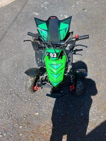 Moto 4 gasolina de criança
