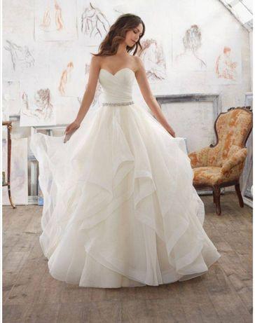 Suknia ślubna falbany