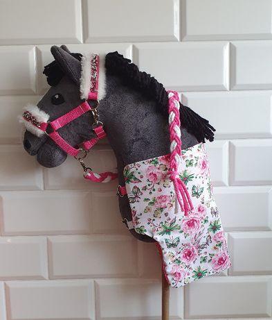 Zestaw hobby horse - kantar z uwiązem i derką w kolorze różowym