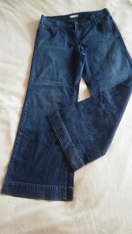 Spodnie- kultowe dzwony levi strauss.